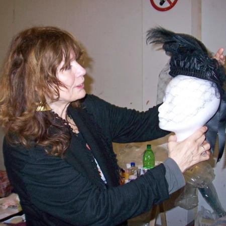BUDDENBROOKS (DE/AT 2008). Barbara Baum kontrolliert die Kopfbedeckung für ein Kostüm von Léa Bosco.