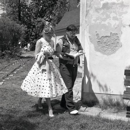 LOLA (BRD 1982). Barbara Sukowa und Rainer Werner Fassbinder bei einer Szenenbesprechung