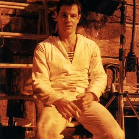 Brad Davis am Set von QUERELLE (BRD 1982)
