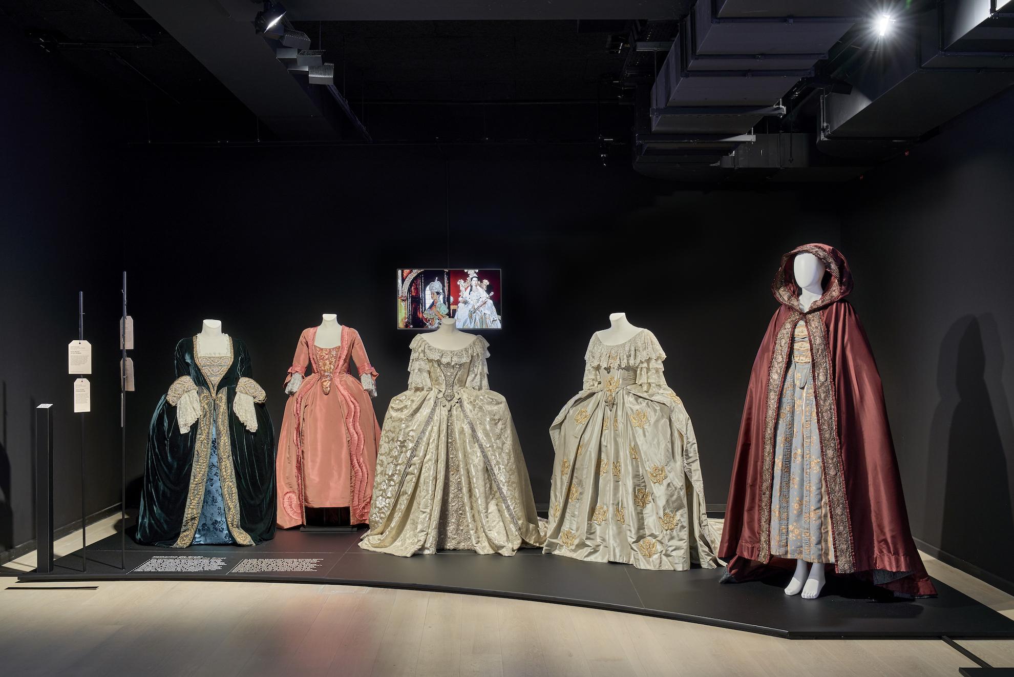 Bühne 8: 5 Kostüme zum Film Katharina die Große