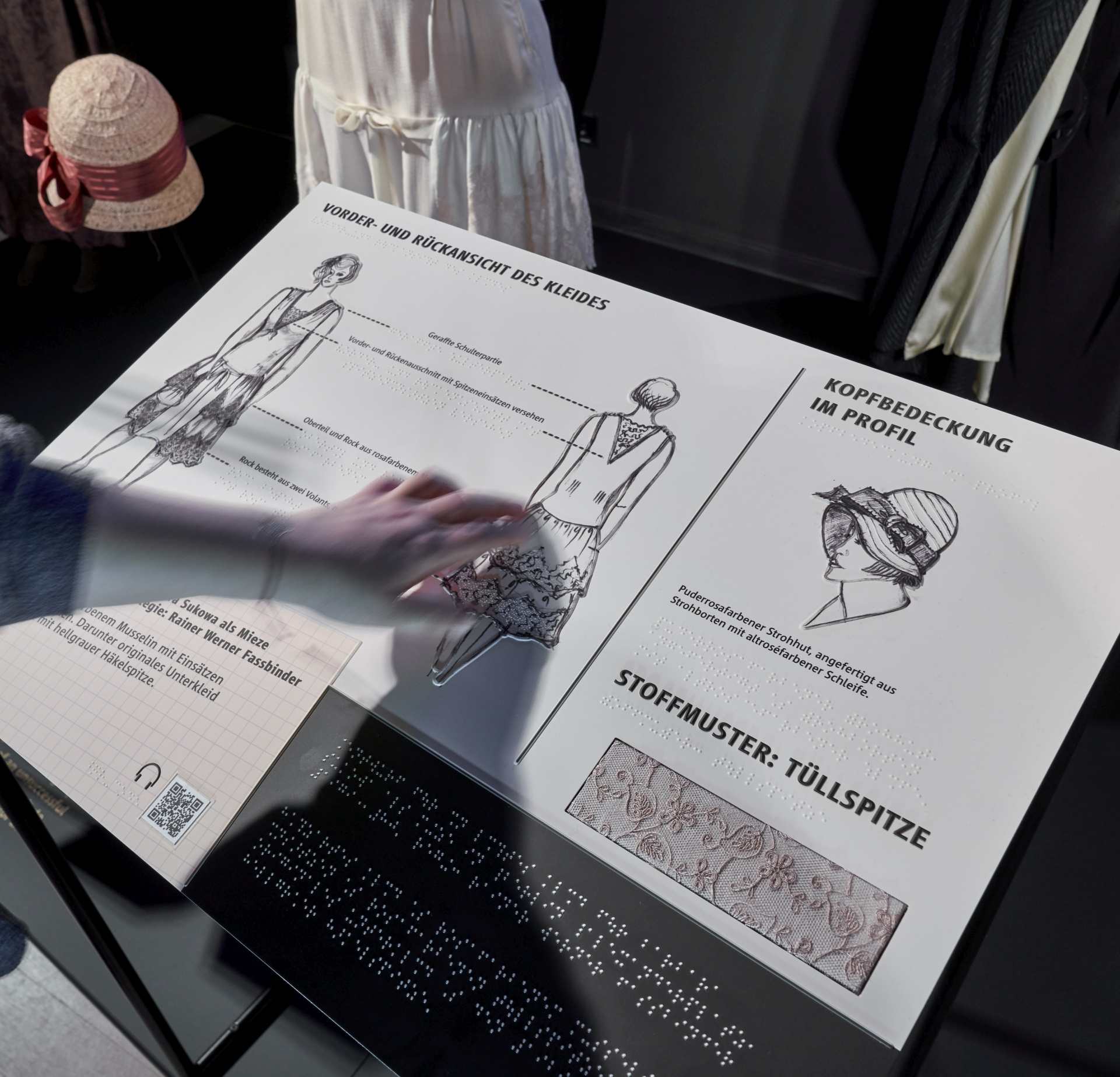 Hand berührt taktile Grafik Kostüm Mieze