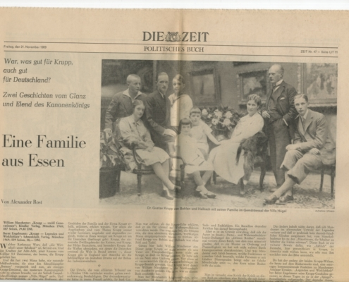 """Zeit"""" vom 21. November 1969 mit der Überschrift """"Eine Familie aus Essen"""" und einem Schwarzweißfoto der Familie Krupp, der Baum als Recherchematerial diente"""