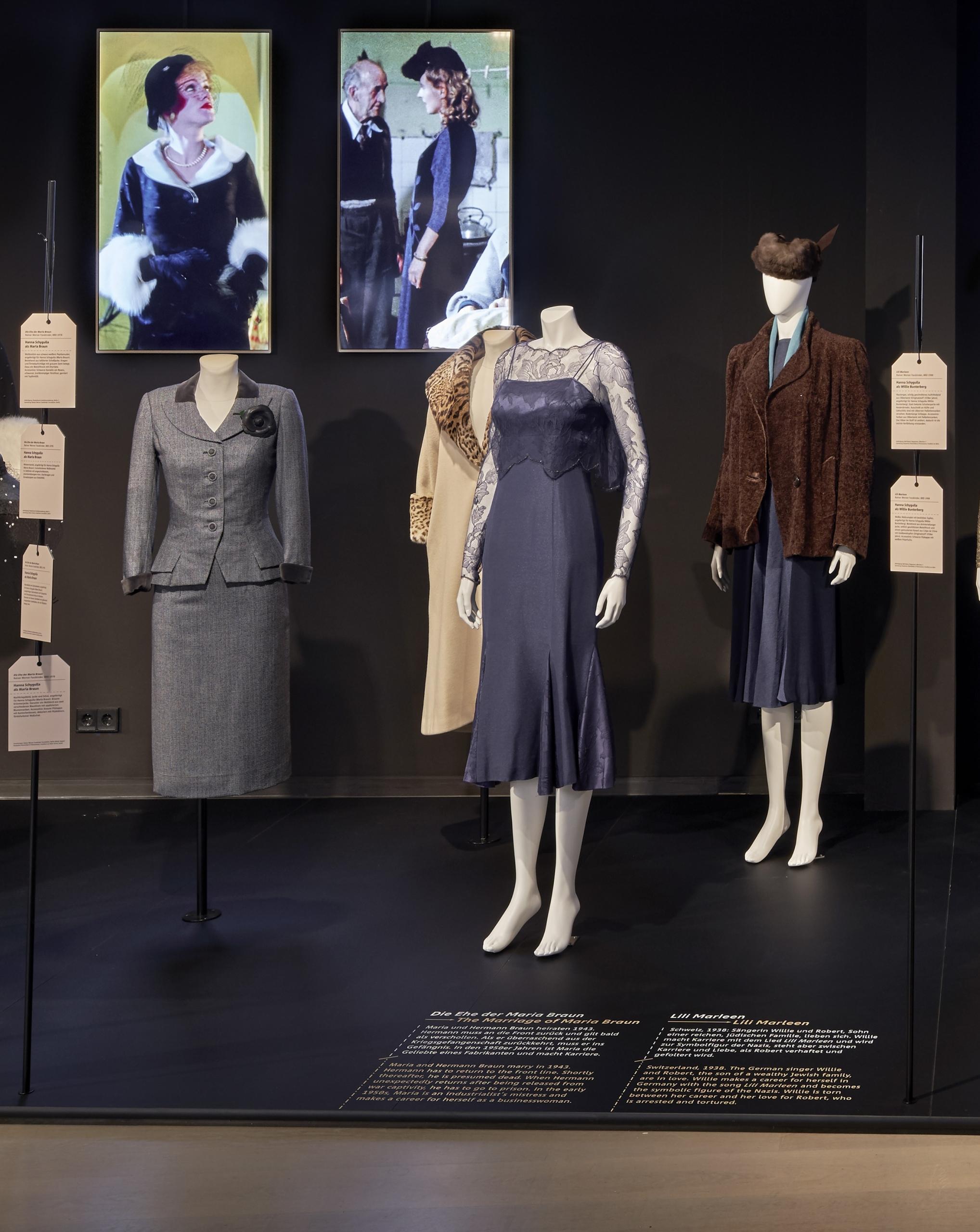 Bühne 9, 3: 4 Kostüme aus dem Film Die Ehe der Maria Braun