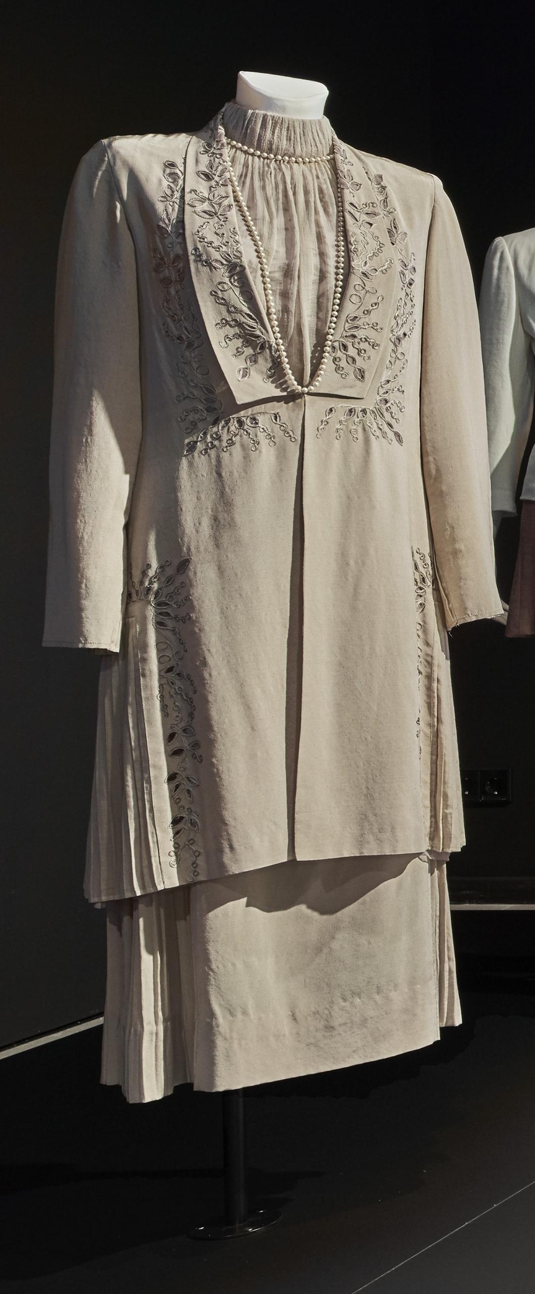 Das Geisterhaus: Beigefarbenes Kostüm für Vanessa Redgrave in ihrer Rolle als Nivea