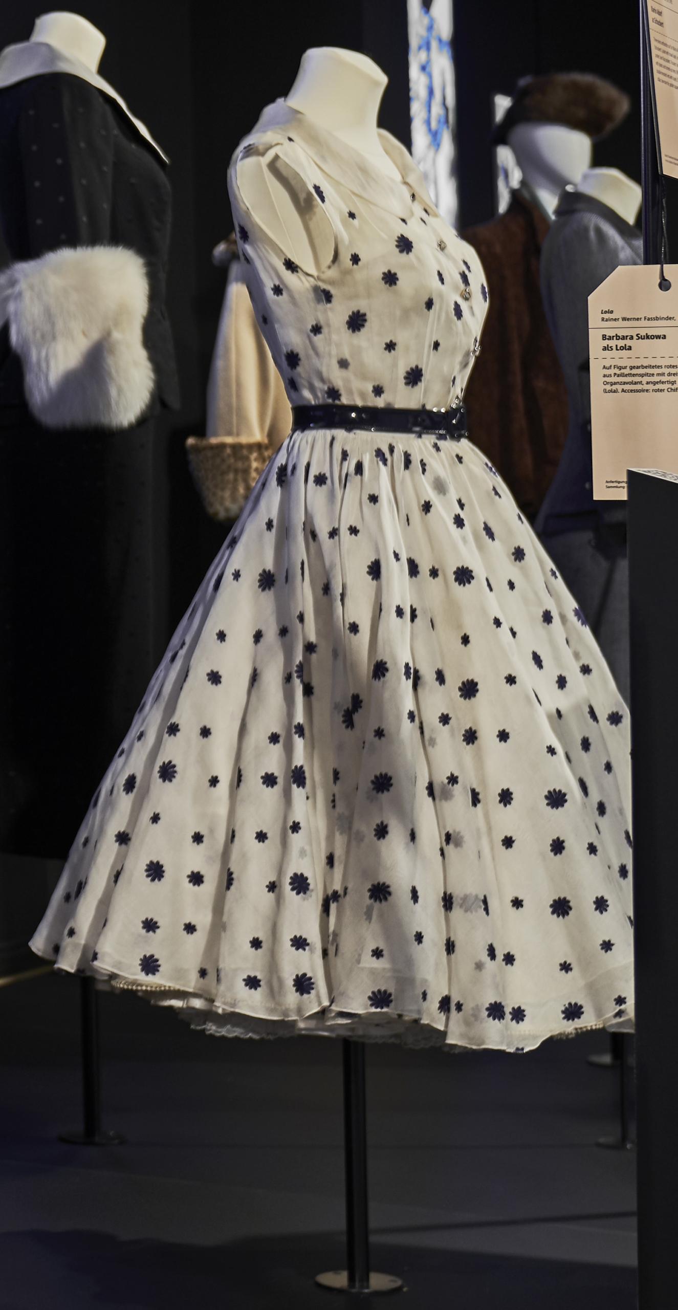 Lola: Duftiges Sommerkleid mit Korsageunterkleid aus weißem Organdy
