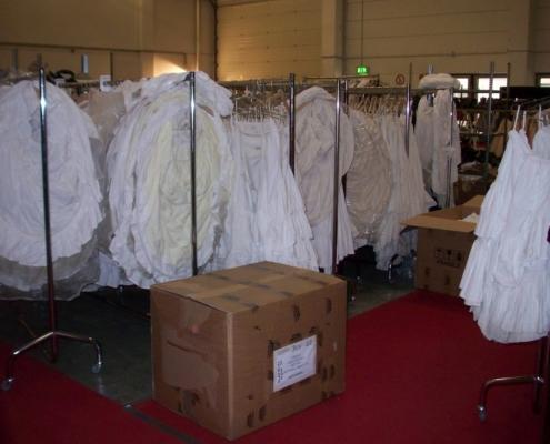 Buddenbrooks: Setbesuch in Köln, Kleiderstangen mit Unterröcken