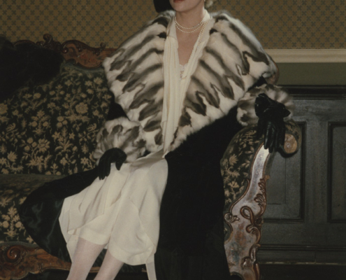 Burning Secret: Szenenfoto mit Faye Dunaway im Mantel