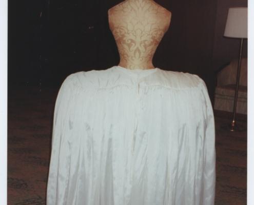 Katharina die Große: Unterrock zum apricotfarbenen Manteau