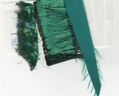 Der große Bagarozy: Stoffproben für das grüne Abendkleid